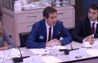 Stef Smits houdt presentatie voor Nederlandse kamerleden