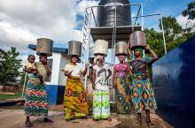 African women fetching water