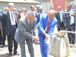 H.E Kebede Gerba, State Minister, MoWIE and H.E Zenebe Garedew, Director General, EWTI, visiting innovative new water technologi
