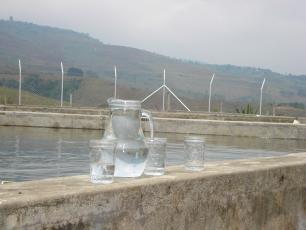 Agua de una planta potabilizadora en la zona rural de Colombia